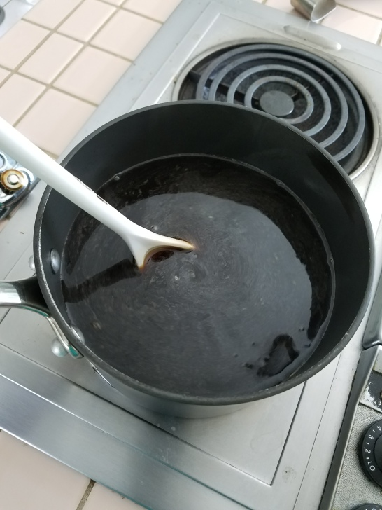 Mixing the brewing extract into the pre-boiled water.